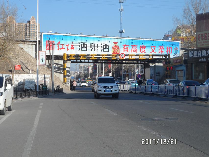 张家口户外广告钻石路铁路桥三面翻广告牌
