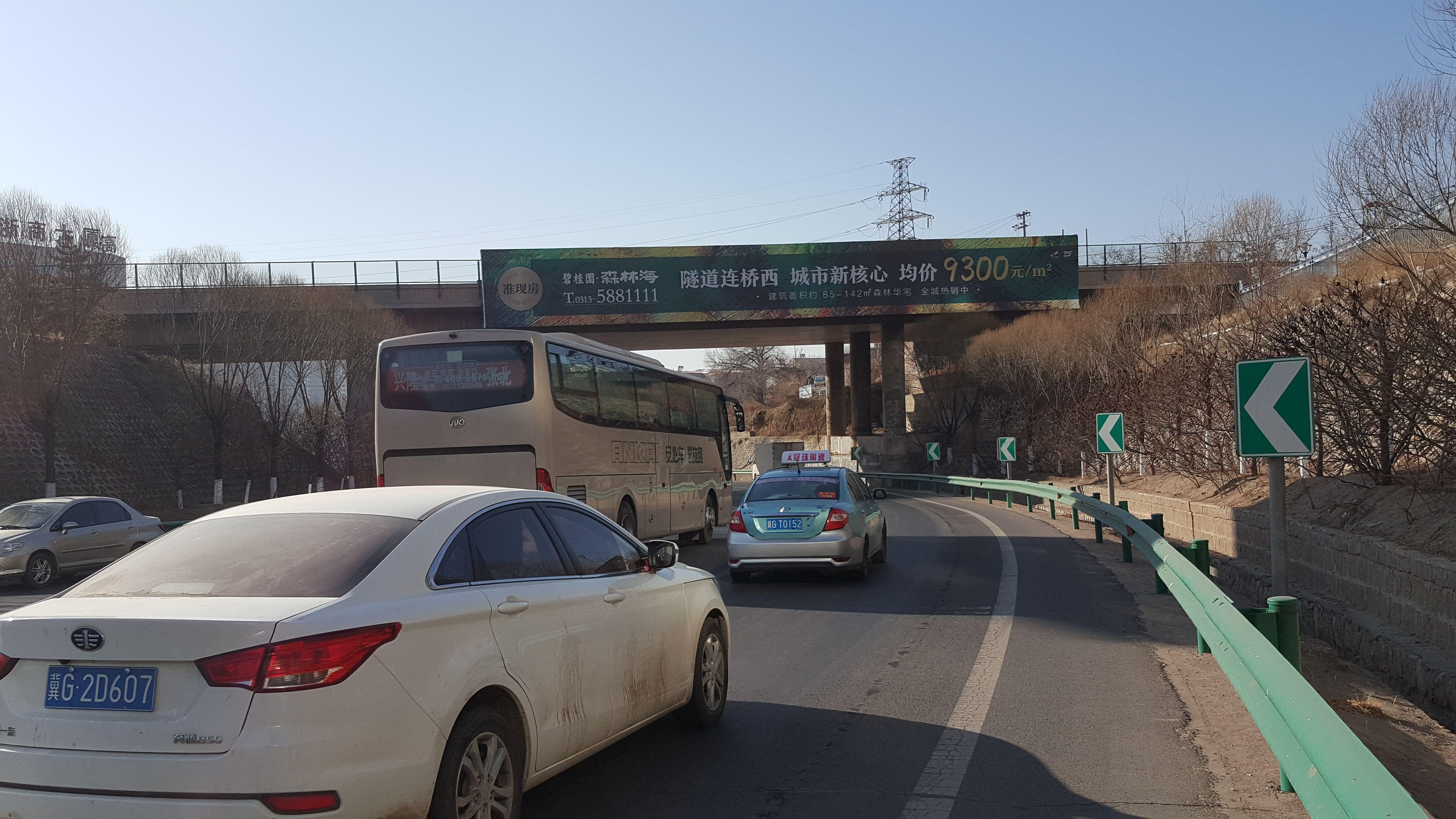 张家口户外桥体喷绘广告