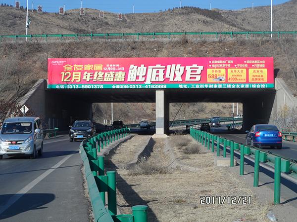 张家口市区桥体广告