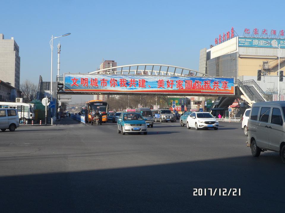 纬一路万博桥三面翻广告位|张家口广告牌制作